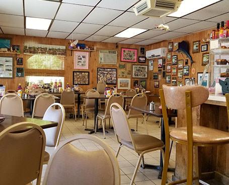 The Stuffed Pig indoor restaurant seating