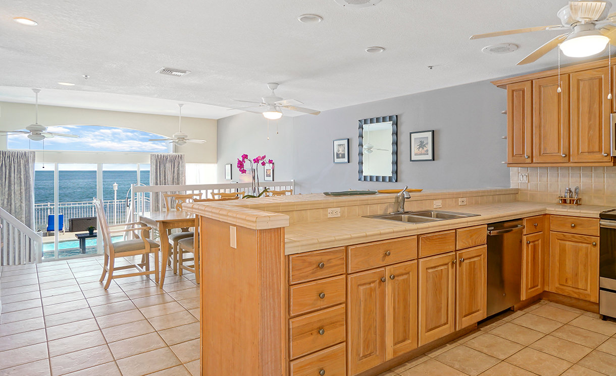 Villas kitchen and dining area